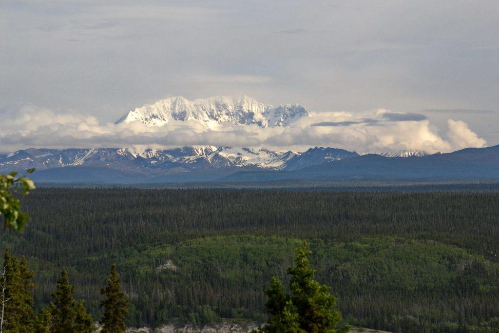 3.639 m vysoká sopka Mount Drum, v pohorí Wrangell Mountains. Aljaška