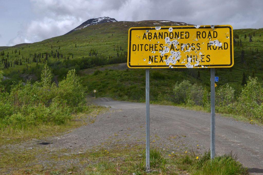 Rozstrieľané tabule - asi národný šport na Aljaške