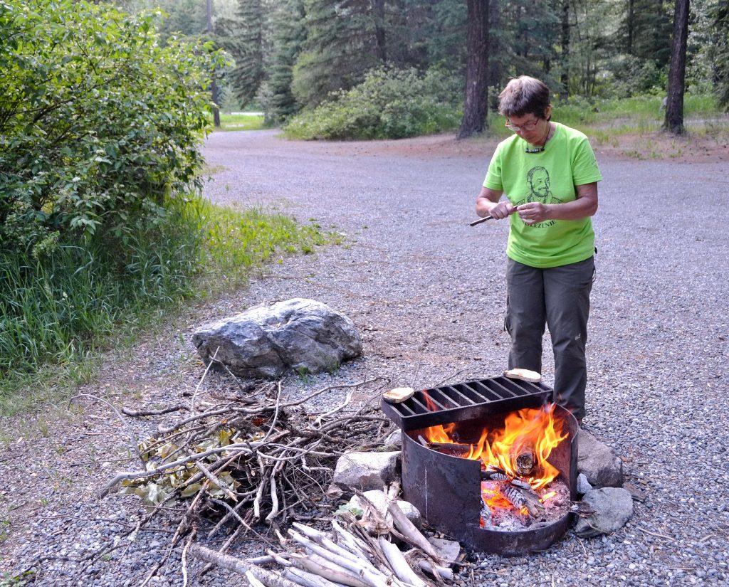 Pokojné táborisko na brehu riečky Cayoosh Creek. Boli sme tu jedinými návštevníkmi