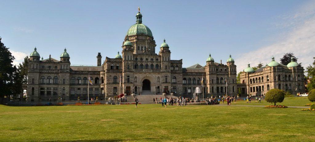 Vancouverský parlament aj sídlo mestskej rady Victoria. Pred parlamentom stojí socha kráľovnej Viktórie