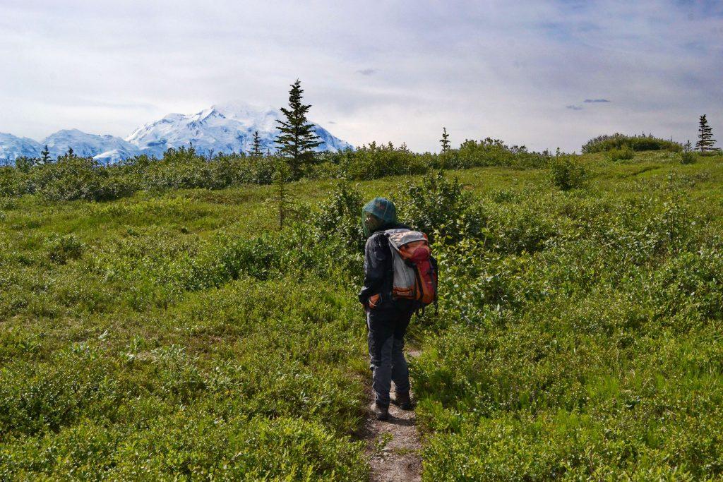 Chodník nás doviedol nad Wander Lake