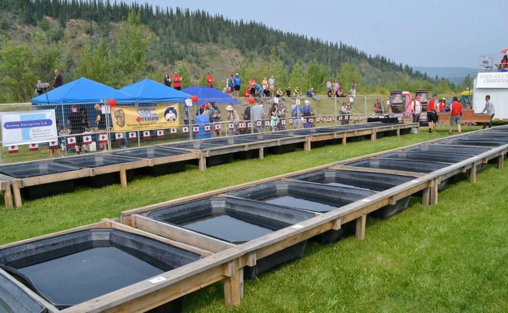 Kade s vodou pripravené k súťaži