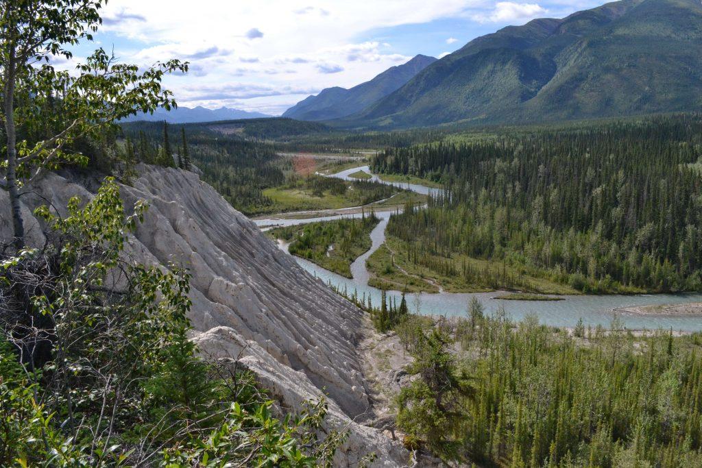 Trout River a obnažené brehy Mineral Lick