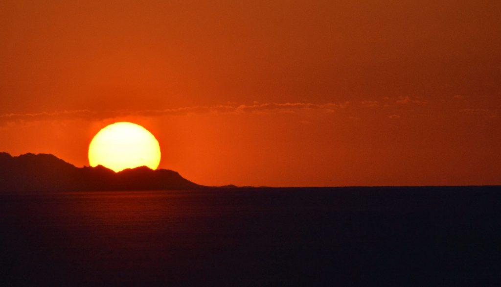 Keď v púšti vychádza slnko