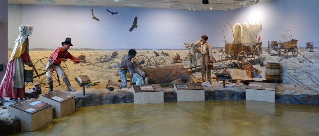 Pripomienka udalosti z roku 1847 v neďalekom múzeu na starej Kalifornskej ceste prvých osadníkov