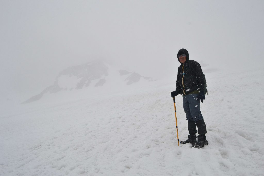 Sneh a hmla. Asi 100 m pod základným táborom sme sa otočili a šli dole
