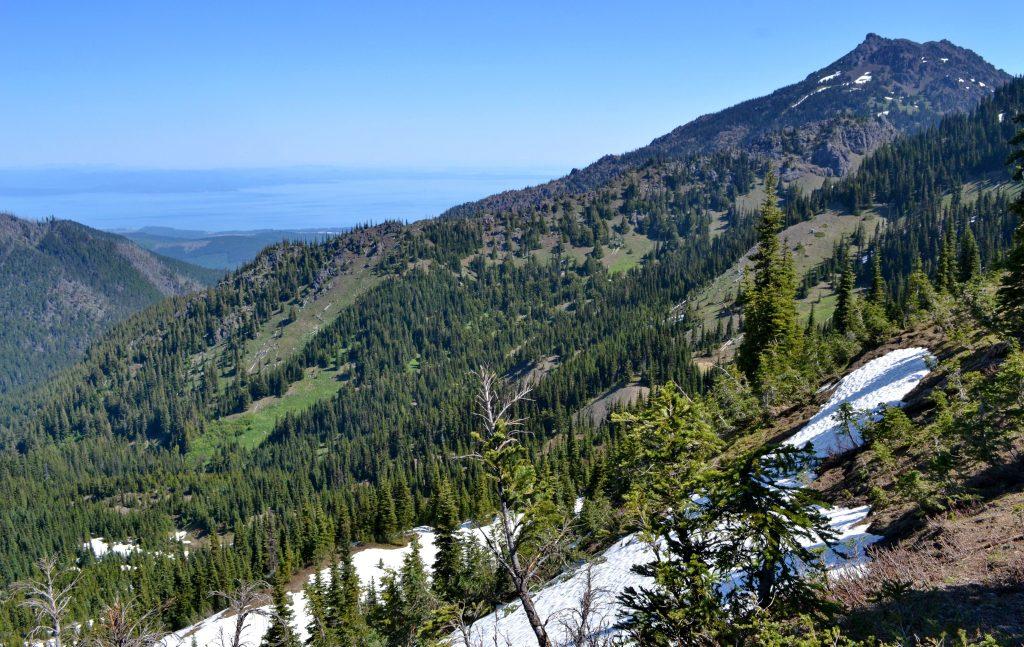 Mount Angeles a v diaľke vidieť kanadský ostrov Vancuver